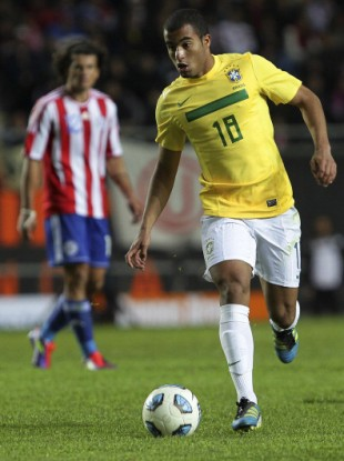 Lucas  Moura: will be staying at Sao Paulo, according to representative.