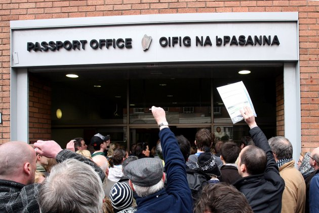 23/3/2010. Passport Office Chaos Disputes