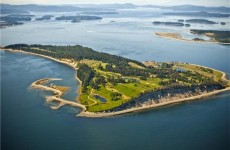 Photos: Canadian island for sale for €55 million (including golf course, naturally)