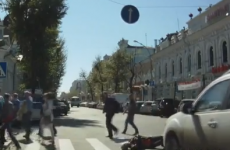 Dashcam video shows the intense stupidity of some pedestrians